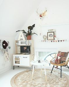 Kids' Play Area with Lots of Charm. Find out a girl's room plenty of romantic details: http://petitandsmall.com/kids-room-chic-romantic-look/