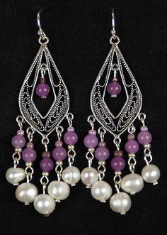 Orientalne kolczyki ze srebra próby 925, pereł słodkowodnych i kamieni półszlachetnych.