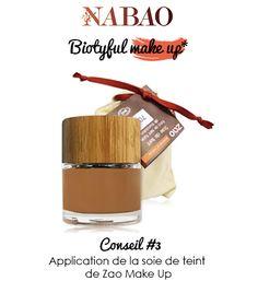 Conseil #3 : Application de la soie de teint Zao Make Up  Particulièrement facile à appliquer grâce à sa texture légère, le soie de teint s'utilise idéalement avec l'éponge en caoutchouc naturel. Il convient également particulièrement à une application aux doigts.