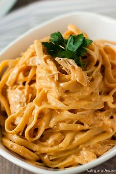 Crockpot Buffalo Chicken Pasta is absolutely delicious with tons of buffalo flavor. Everyone will love the tasty cream cheese and buffalo sauce with pasta. Chicken Pasta Crockpot, Buffalo Chicken Pasta, Chicken Pasta Recipes, Dinner Crockpot, Köstliche Desserts, Healthy Recipes, Healthy Dishes, Healthy Meals, Eat