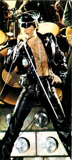 Queen ~ Freddie Mercury in all his glory!!