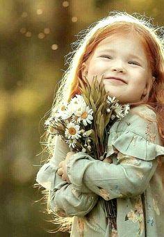 Sunflower Field Photography, Autumn Photography, Girl Photography, Children Photography, Girls With Flowers, Flower Girls, Beautiful Bugs, Sunflower Fields, Photographing Kids