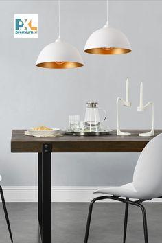 Dekoratívna závesná lampa »Toulon« HT191041 2 ks sada kovová biela. Táto moderná závesná lampa »Toulon« je vďaka čistým tvarom a výnimočným farbám skvelým doplnkom v ktorejkoľvek časti Vášho domova, či už sa jedná o osvetlenie jedálne, obývačky, pracovne, haly alebo spálne. #premiumXL #osvetlenie #biele Dining Table, Lighting, Furniture, Home Decor, Cluster Pendant Light, Toulon, Paint Metal, Living Area, Decoration Home