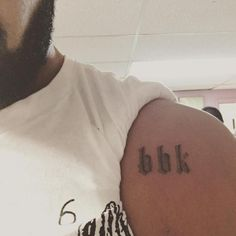 Canadian rapper Drake has paid homage to UK grime music on numerous occasions, but the Canadian singer really showed his dedication to the English genre of Drake Tattoos, Neue Tattoos, Praying Hands Emoji, Boy Better Know, Brand New Tattoos, Hand Emoji, Street Art News, Delicate Tattoo, Tattoo Artists