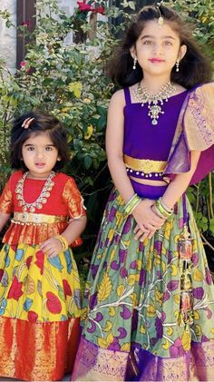 Girls Frock Design, Kids Frocks Design, Baby Frocks Designs, Kids Dress Wear, Kids Gown, Girls Wear, Baby Dress, Baby Girl Frocks, Frocks For Girls