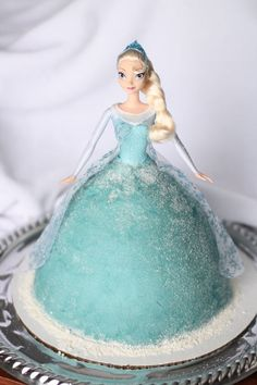 Wonderful disney frozen cake for 2015 Halloween party - Elsa doll cake, princess - Frozen Birthday Cake by solovefrance Bolo Frozen, Muñeca Elsa Frozen, Torte Frozen, Pastel Frozen, Disney Frozen Party, Frozen Birthday Cake, Frozen Theme, Birthday Cakes, Bolo Elsa