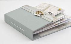 Tuto mini album express 3 avec des pochettes et une reliure simple Mini Album Scrap, Bullet Journal Printables, Book Journal, Scrapbook Albums, Bookbinding, Craft Gifts, Garden Trellis, Inspiration, Simple