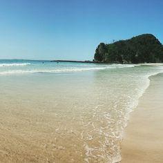 伊豆急下田の駅を降りてバスに揺られること5分。そこで信じられない絶景があなたを待ちうけています!水の透明度、砂浜、全て含めてこんな綺麗なビーチが日本にあったの?と思うほど。もう海外に行く必要はなくなるかも!?
