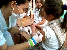 Grupo de padres inician campaña para no vacunar a sus hijas contra virus del Papiloma Humano