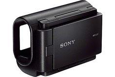 Der Sony AKA-LU1 Handgriff mit LC-Display ist eigentlich für die Vorgängermodelle der HDR-AS100V entwickelt, funktioniert aber auch mit letzterer. [Foto: Sony]