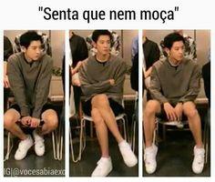 Oh my gosh, wth, I sit like that, sometimes IN that order. Park Chanyeol, Baekhyun, K Pop, Kim Minseok, Memes Funny Faces, Rap Lines, Exo Memes, Chanbaek, Kpop Groups