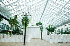 Best Western PLUS Lamplighter Inn in London, Ontario offers a gorgeous atrium for intimate weddings. Street lights for aisle decorations, clever