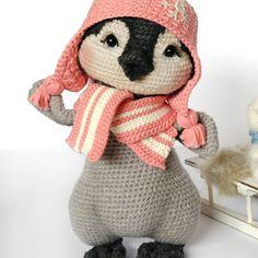 Лина, маленький пингвиненок. #weamiguru #gehäkelt #amigurumi #crochetlove #crochet #crocheting #crochettoy #crochetpattern #handarbeit #handgemacht #amigurumilove #amigurumilove #penguintoy #penguin #pinguin #игрушкакрючком #вязанаяигрушка #связано #ручнаяработа