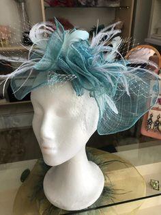 En Aurora de Mª Luisa Beato ya tenéis a la venta nuestra nueva colección de tocados elaborados de manera ARTESANAL 😍😍 ¿Te lo vas a perder? Aurora, Crown, Jewelry, Fashion, Wedding Outfits, Flamingo, Fascinators, Party, Moda