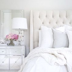 Omg, I just had to share this stunning bedroom!! This room belongs to one of my besties, Jasmin, @thedecordiet! I could just stare at this pic all day! ✨Every picture Jasmin shares is absolutely gorgeous and totally magazine worthy. She has impeccable taste and fantastic style! If you don't already follow Jasmin, you have to head over to her page and check out all her amazing design inspiration! I just love her and I know you will too!! She is #onetofollow! Hope you're having a wonder...