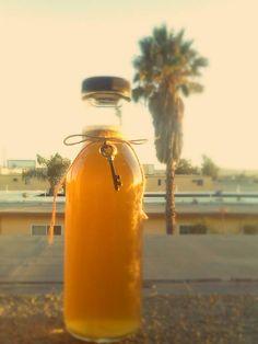 DIY HONEY SHAMPOO 1/4 (cup) raw honey 3/4 (cup) water 1 tbsp baking soda