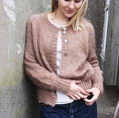 Sweater Knitting Patterns, Cardigan Pattern, Knit Patterns, Knit Cardigan, Easy Knitting, Classic Wardrobe, Wool Sweaters, Ravelry, Knitted Hats