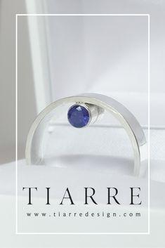 Doua safire ce plutesc intre degetul tau si cercul de argint al inelului Sapphire, Rings, Jewelry, Author, Jewlery, Bijoux, Jewerly, Ring, Jewelery