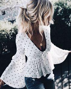 Deep v neck polka dot blouse accessoire blouse deep dot neck polka fashforfashion fashion und style inspirations beste outfit ideen beste fashforfashion fashion ideen inspirations outfit style Look Fashion, Womens Fashion, Fashion Tips, Fashion Trends, Dress Fashion, Ladies Fashion, Fashion 2017, Cheap Fashion, Fashion Ideas