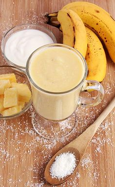 Are you struggling with your weight? Checkout the 18 healthy smoothie recipes for weight loss. These healthy smoothies are great way to kickstart your day. Coconut Smoothie, Smoothie Diet, Healthy Smoothies, Healthy Drinks, Smoothie Recipes, Healthy Snacks, Morning Smoothies, Stay Healthy, Fat Burning Smoothies