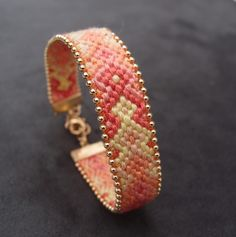 Bracelet brésilien perlé orange pastel