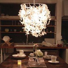 【futagomori】さんのInstagramをピンしています。 《商品追加しました! DICLASSEさんのForestiシリーズ この照明の特長は見た目のインパクトもさることながら、壁に映る影の美しさ(*n´ω`n*) まるで木漏れ日の中にいるような癒し空間を作り出してくれます。 1番大きなglandeは受注生産の商品なのでお時間頂戴しますが、待つ価値あり!の素敵な照明ですよ。  森の中に篭ってみませんか?  hp:https://futagomori.theshop.jp twitter:@futagomori  #ふたごもり #かみちゃん #インテリア #雑貨 #商品追加 #新商品 #人気 #受注生産 #ペーパー #日本製 #個性的 #森 #葉 #木 #癒し #照明 #ペンダントライト #foresti #DICLASSE #ディクラッセ》