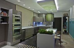Cozinha assinada pelas arquitetas Eloisa Vicari e Liana Godoy.