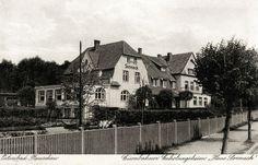 https://flic.kr/p/r45QFU | 041 Rauschen - Haus Sonneck 1937 | Die Ansichtskarte zeigt das Erholungsheim ''Haus Sonneck'' in der Kleinteichstraße in Rauschen-Düne. Von hier hatte man einen schönen Blick über den Mühlenteich auf den Fichtenpark, in dem es bei Wicherts Höh sogar eine Sprungschanze gab. Ansichtskarte 1937.