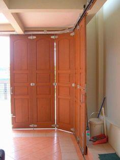 This dark garage door is genuinely an impressive style technique. Unique Garage Doors, Sliding Garage Doors, Garage Door Colors, Best Garage Doors, Garage Door Decor, Garage Door Styles, Glass Garage Door, Garage Door Makeover, Interior Sliding Barn Doors