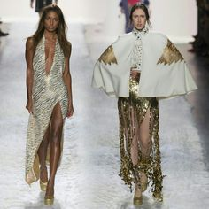 The beauties #JasmineTookes, and #AnnaCleveland on the #JeremyScott runway during #NYFW! • • • • • As beldades, #JasmineTookes e #AnnaCleveland na passarela de #JeremyScott durante a #NYFW!