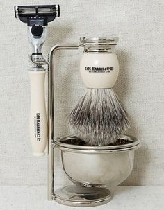 Makes shaving look simple and stylish
