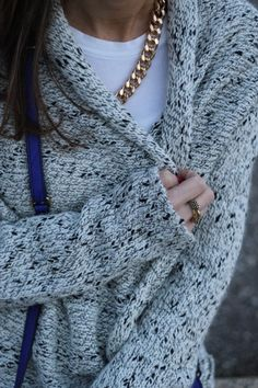 I personally don't like these kind of sweaters but I really like the combination of gold and gray.