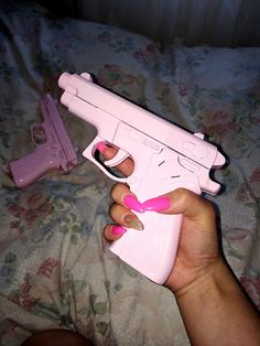 I love pink and I love guns, perfect! Pink Guns, Trap Queen, Everything Pink, Pink Aesthetic, Knife Aesthetic, Badass Aesthetic, Aesthetic Memes, Girl Gang, Baddies