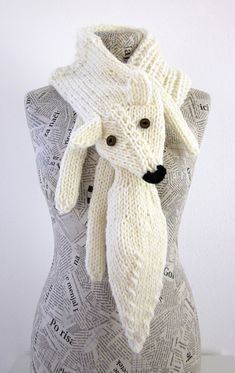 Hand knit fox scarf in white with polymer clay buttons. Approximate measurements: Width: 30cm - 11.8 inch Length: 110 cm - 43.3inch Made from quality Italian yarn. Hand wash in cool water and dry flat. For more colors and designs you could visit my shop, custom orders are welcome. If you