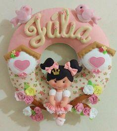 Felt Crafts Diy, Felt Diy, Felt Wreath, Hand Embroidery Flowers, Name Banners, Clothes Crafts, Soft Sculpture, Felt Ornaments, Baby Room Decor