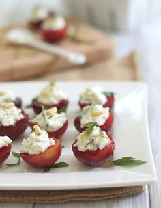 Goat Cheese & Honey Stuffed Plums: Perfect for a porch party with friends. Juicy ripe plums (or peaches, nectarines) are topped with creamy goat cheese, ribbons of fresh basil, and a sprinkling of toasted pine nuts. Plum Recipes, Fruit Recipes, Appetizer Recipes, Cooking Recipes, Appetizers, Party Recipes, Tapas, Prune, Summer Fruit