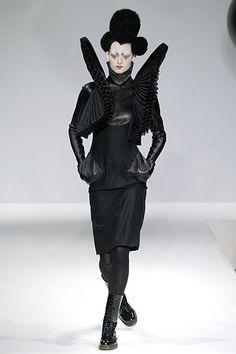 Gareth Pugh - Fall 2006 Ready-to-Wear - Look 3 of 13