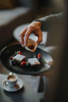 Köstliche Kuchenkreationen zur Jause im Rahmen der erweiterten Halbpension. Wellness, Fit, Panna Cotta, Ethnic Recipes, Frame, Cakes, Dulce De Leche
