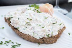 Das Rezept für den Aufstrich Quarkcreme mit Weisswein und Schinken ist einfach zubereitet und schmeckt köstlich.