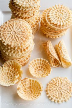 Pizzelle - a light, lovely Italian Cookie flavored with Anise.one of my favorite family traditions, love these little treats Cookie Flavors, Cookie Desserts, Cookie Recipes, Snack Recipes, Dessert Recipes, Snacks, Pizzelle Cookies, Pizzelle Recipe, Cookies Et Biscuits