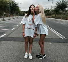65 ideas for photography ideas bff best friend pictures summer Bff Pics, Cute Friend Pictures, Cute Bestfriend Pictures, Girl Photo Shoots, Girl Photos, Friends Photo Shoot, Photo Shoot Poses, Photoshoot Friends, Girl Pictures