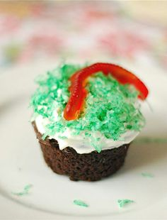 Caterpillar in Grass and Dirt Cupcakes  | Babble