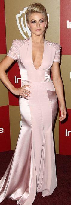 Julianne Hough: Dress – Jenny Packham    Jewelry – Jerome Rousseau    Purse – Sethi Couture