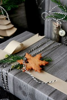 The 50 Most Gorgeous Christmas Gift Wrapping Ideas Ever Family Holiday Present Wrapping, Creative Gift Wrapping, Wrapping Ideas, Creative Gifts, Wrapping Papers, Noel Christmas, All Things Christmas, Christmas Crafts, Natural Christmas