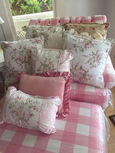 Rachel Ashwell Shabby Chic tm Vintage Wildflower Cream Pink/Serenity Linen