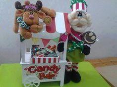 Papá Noel y su Candy Bar All Things Christmas, Christmas Crafts, Christmas Ornaments, Christmas Ideas, Cold Porcelain, Reindeer, Art For Kids, Santa, Bar