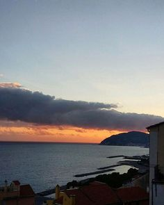 Voglia di mare 🌊🌞🍋 A shot from Naples with an amazing sunset 😍📷 -G- Credits: @giulyanro 's mum 😄  #naples #beautifulitaly #travel #travelgram #see #sunset🌅 #sky #redclouds #stillness #bellezzeitaliane #landscaper #beautyofnature #peace #sognandolestate #sand #profumodimare #natureshot #dreaming #madein1994 #followforfollow #followforfollowback #followus #likesforlikes #tagsforlikes #dailypic #dailypost #instagood #fanpage #fanaccount by _madein1994. followus #beautifulitaly…