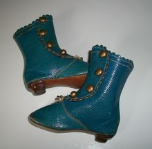 Fabulous Pair of Blue Leather French Fashion Doll Boots Marked JJ Fabulous Pair of Blue Leather French Fashion Doll Boots Marked JJ Victorian Dolls, Antique Dolls, Viktorianischer Steampunk, Doll Wardrobe, Doll Closet, Old Shoes, Doll Costume, Costumes, Prom Shoes