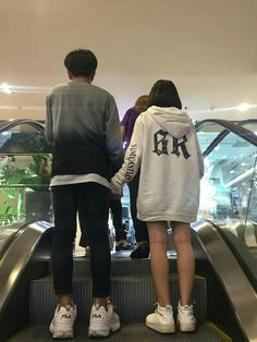 Pin by chloemariesears on couple goals in 2019 Korean Couple, Best Couple, Korean Girl, Boyfriend Goals Relationships, Cute Relationship Goals, Ulzzang Couple, Ulzzang Boy, Parejas Goals Tumblr, Couple Goals Cuddling