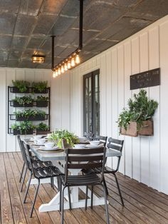 In the Fixer Upper season four finale, Chip and Jo take on a project for some special clients and deliver a makeover that's way long on 'wow' factor.